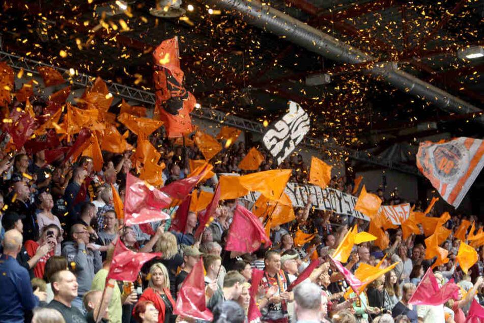 Erstmals bestreiten die Niners ab der kommenden Saison alle Spiele in der Messe Chemnitz. Dort finden bis zu 5200 Zuschauer Platz.
