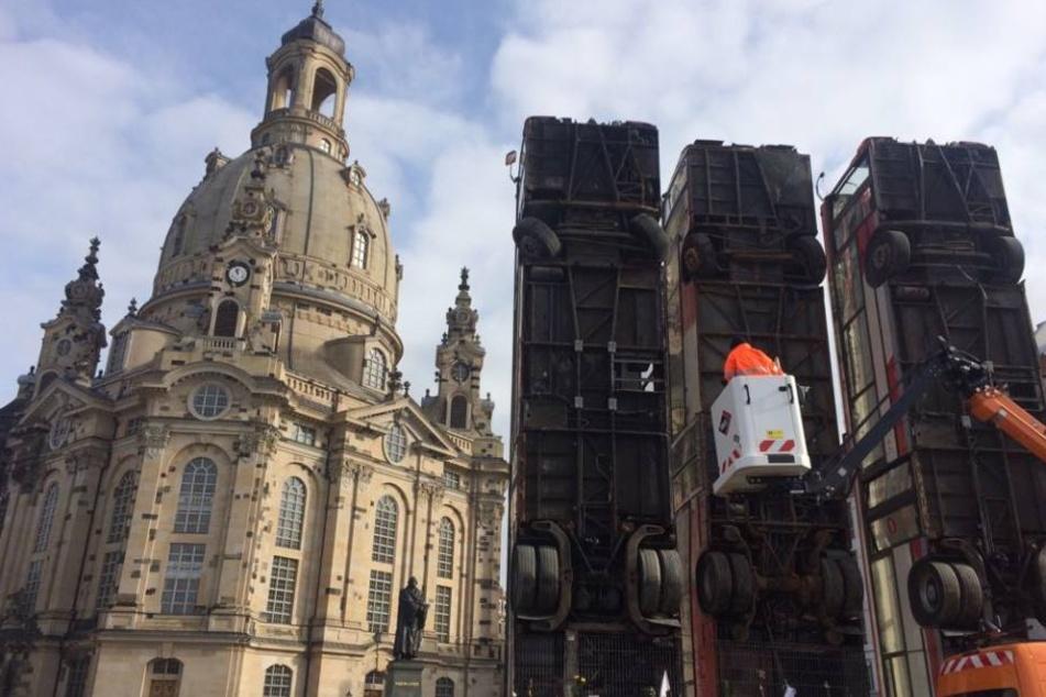 """Stadt nimmt Banner der """"Identitären Bewegung"""" am """"Monument"""" in Dresden ab"""