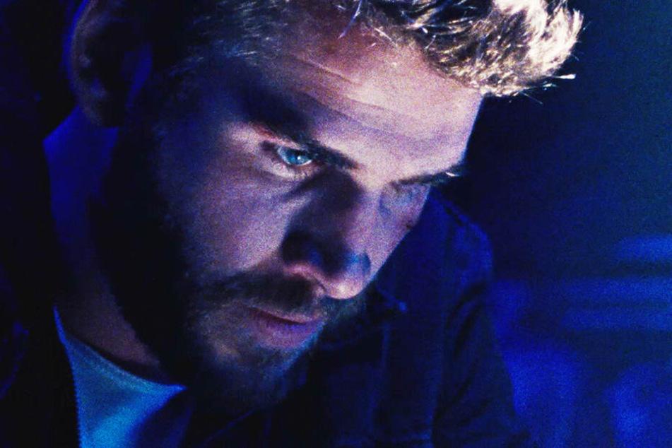 Moe Diamond (Liam Hemsworth) bekommt es mit korrupten Cops zu tun.