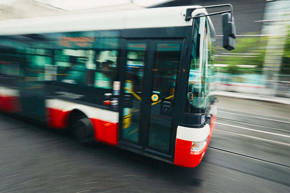 Vom Bus erfasst. Tödlicher Unfall in Wuppertal. (Symbolbild)