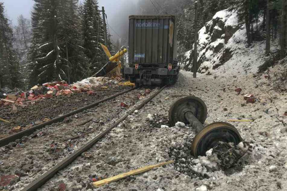 Die Strecke wurde stark beschädigt.