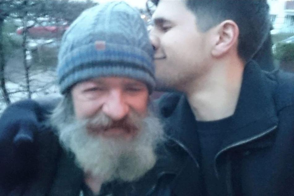 Vater und Sohn wieder vereint.