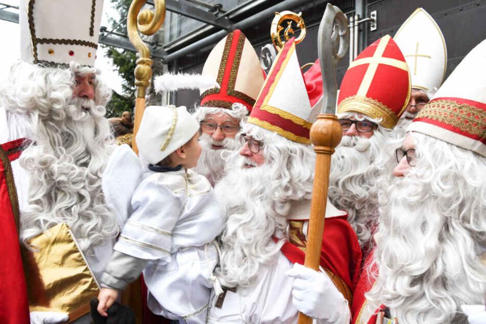 Am Bodensee streift die Nikolausgilde durch die Straßen