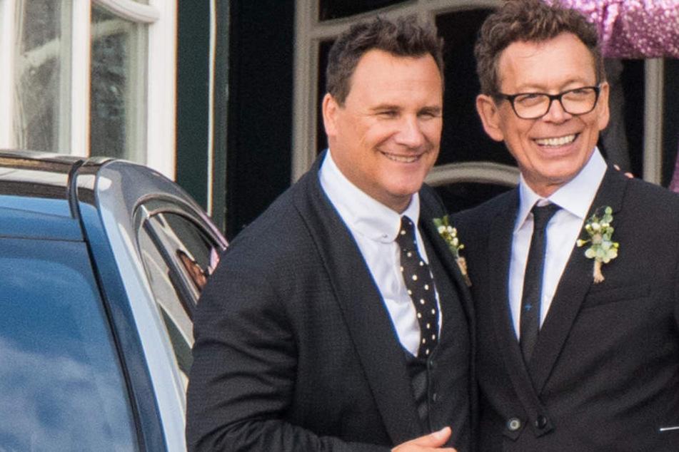 Guido Maria Kretschmer (l) und seine Jugendliebe Frank Mutters (r) auf ihrer Hochzeit.