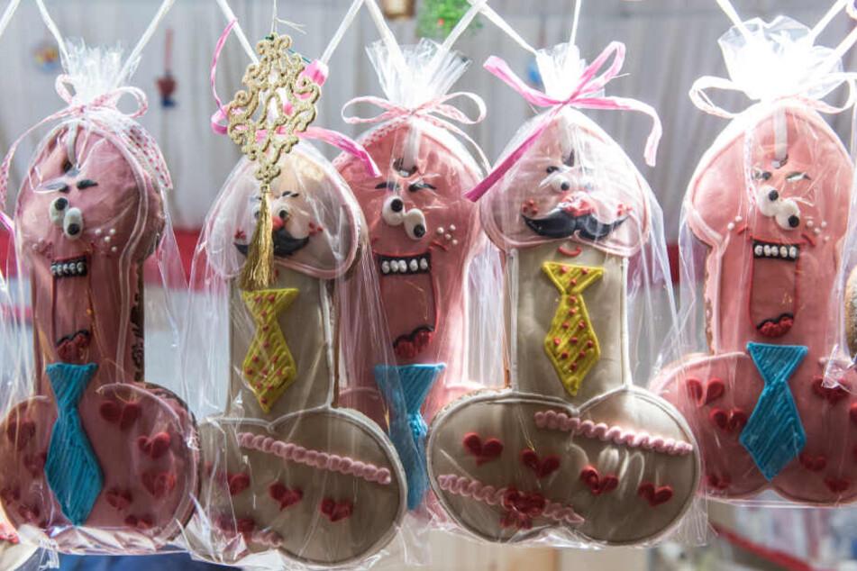 Penisse aus Lebkuchen mit Gesichtern und Schnurrbart - wer will so ein zuckersüßes Gebäck nicht?