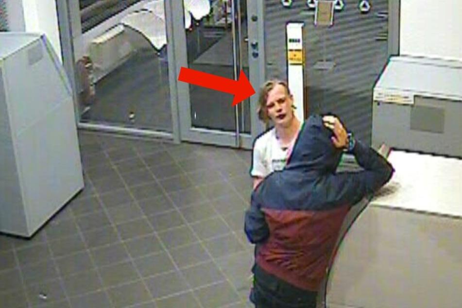In der Bank konnten Aufnahmen des Täters mit seinem Opfer gemacht werden.