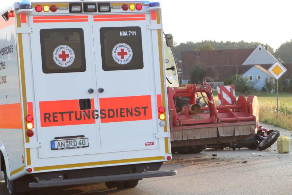Die Rettungskräfte mussten den Mann vor Ort versorgen. Er wurde lebensgefährlich verletzt.