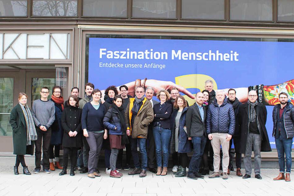 Eine Reihe sächsischer Kulturvertreter bei der Vorstellung der Erklärung in Chemnitz am Freitag.