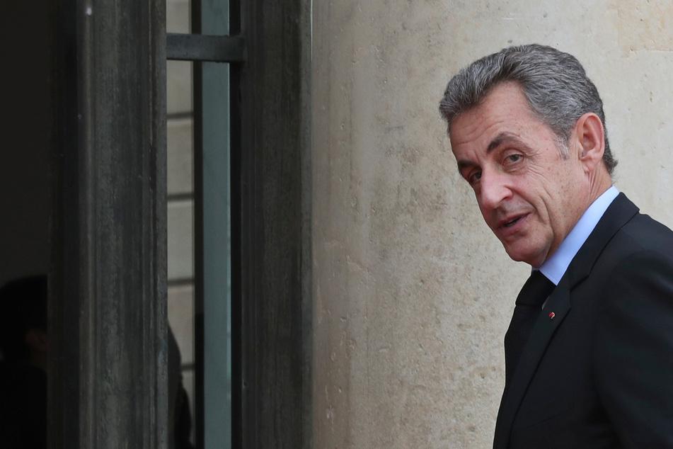 Frankreichs Ex-Präsident Sarkozy vor Gericht: Ihm drohen bis zu zehn Jahre Gefängnis!