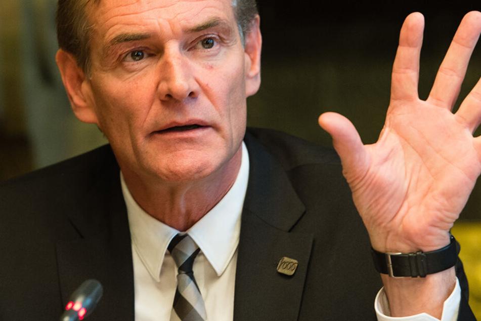 Burkhard Jung (61, SPD), der neue Städtetagspräsident, will klare Kante zeigen gegen Rechtspopulisten.