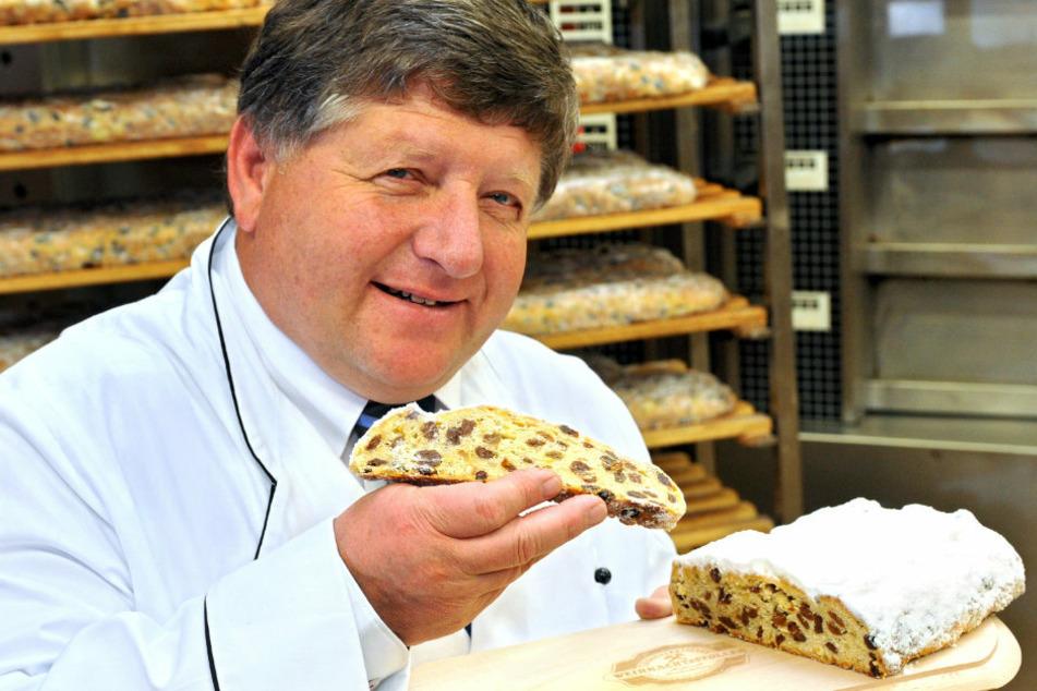 Bäckermeister Gerd Nestler zeigt uns seinen saftigen Rosinenstollen.