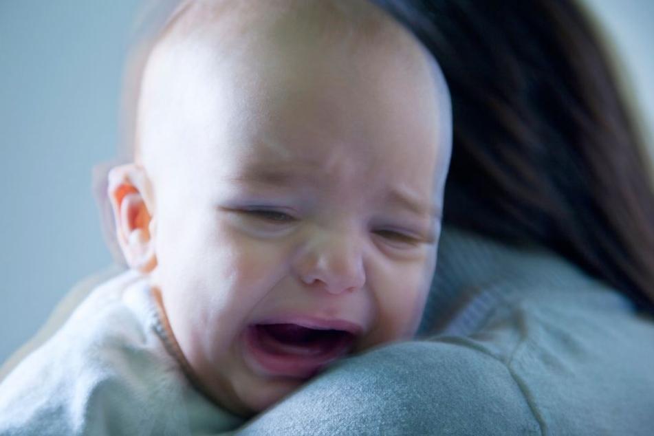 Die Staatsanwaltschaft geht davon aus , dass der Mann von seinem schreienden Baby überfordert war. (Symbolbild)