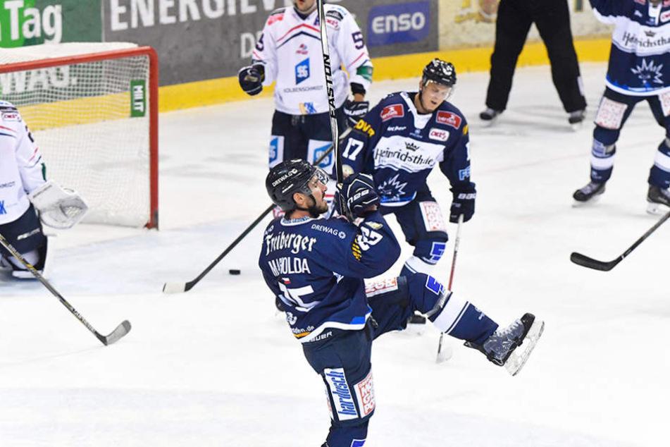 Das war ein hartes Stück Arbeit. Doch am Ende gingen die Dresdner als Sieger vom Eis.