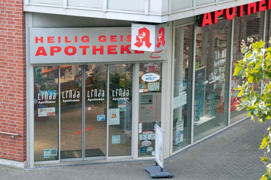Kunden dieser Kölner Apotheke sollen Glukose-Mittel unbedingt zurückgeben.
