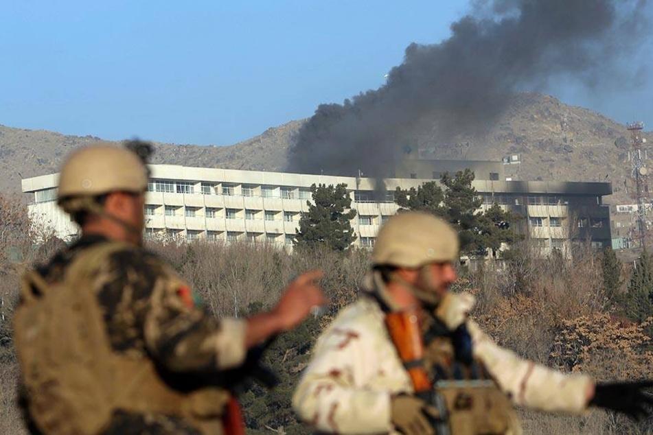 Laut eines Innenministeriumssprechers griffen am Samstagabend vier bewaffnete Männer das Hotel an.