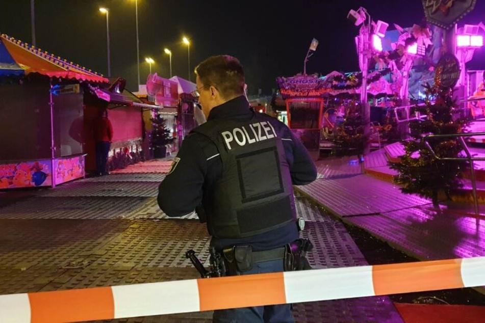 Ein Mann ist auf dem Weihnachtsmarkt in Berlin-Lichtenberg ums Leben gekommen.