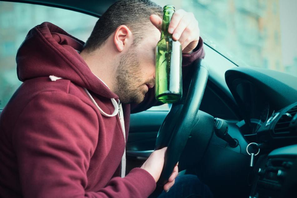 Mann fährt betrunken Auto: Dieser Fehler verrät ihn