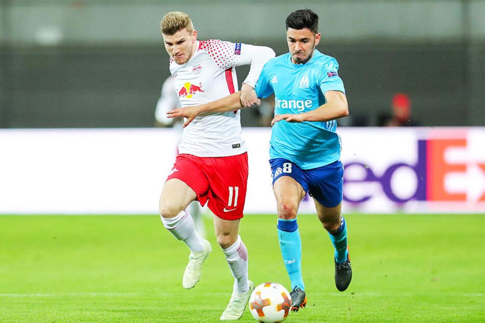 Verstärkung fürs zentrale Mittelfeld? Morgan Sanson (r.) von Olympique Marseille soll im Fokus des BVB stehen. Hier duelliert er sich im Europa-League-Viertelfinale 2018 mit Leipzigs Timo Werner.