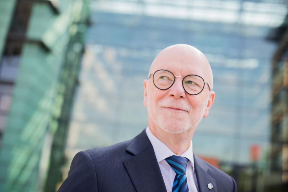 Der Kölner Polizeipräsident Uwe Jacob (63) äußerte sich nach der Bombendrohung gegen das Rathaus.