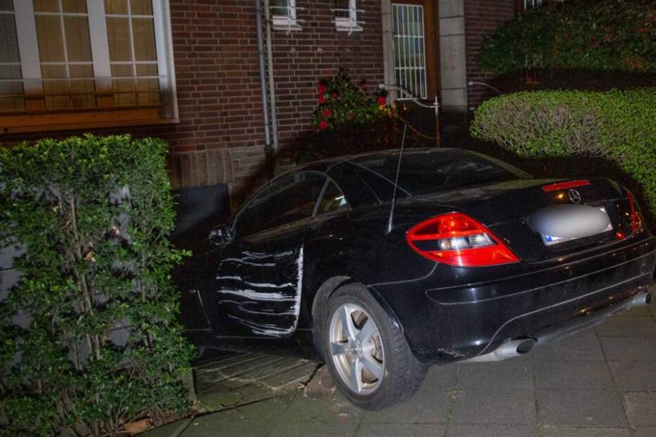 Die 76-Jährige wurde zwischen ihrem Auto und einer Seitenmauer eingeklemmt.
