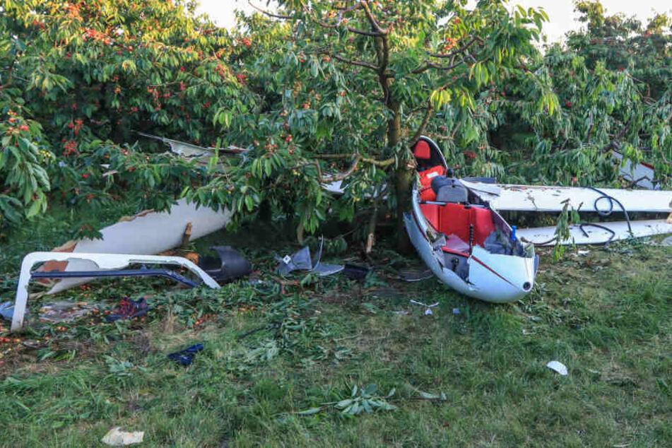 Segelflugzeug stürzt in Bäume: Fluglehrer und Schüler schwer verletzt