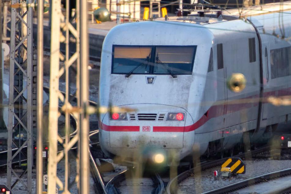 Der 31-Jährige war kurz vor seiner Festnahme noch ohne Ticket zwischen Stuttgart und Ulm unterwegs. (Symbolbild)