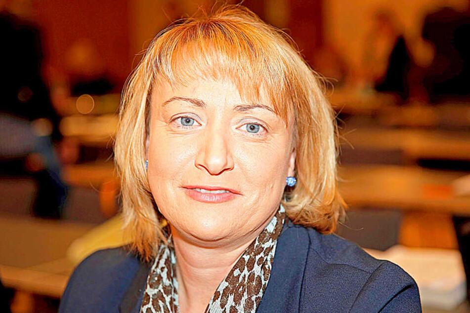 CDU-Stadträtin Daniela Walter (45) will helfen und mit Johannitern und Opa  Richard sprechen.