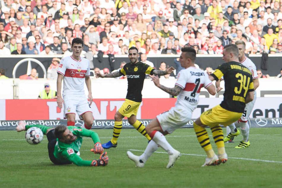 VfB-Keeper Ron-Robert Zieler musste vier Mal hinter sich greifen gegen die Borussia aus Dortmund.