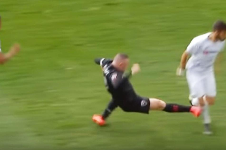 Üble Aktion von Wayne Rooney (l.) gegen LAFC-Stürmer Diego Rossi.