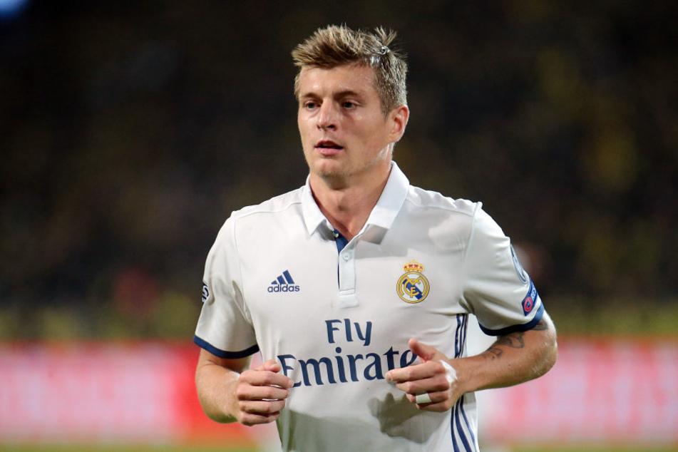 Obwohl sein Vertrag noch Jahre läuft, kam Real Madrid mit einem Monster-Angebot auf Toni Kroos zu.