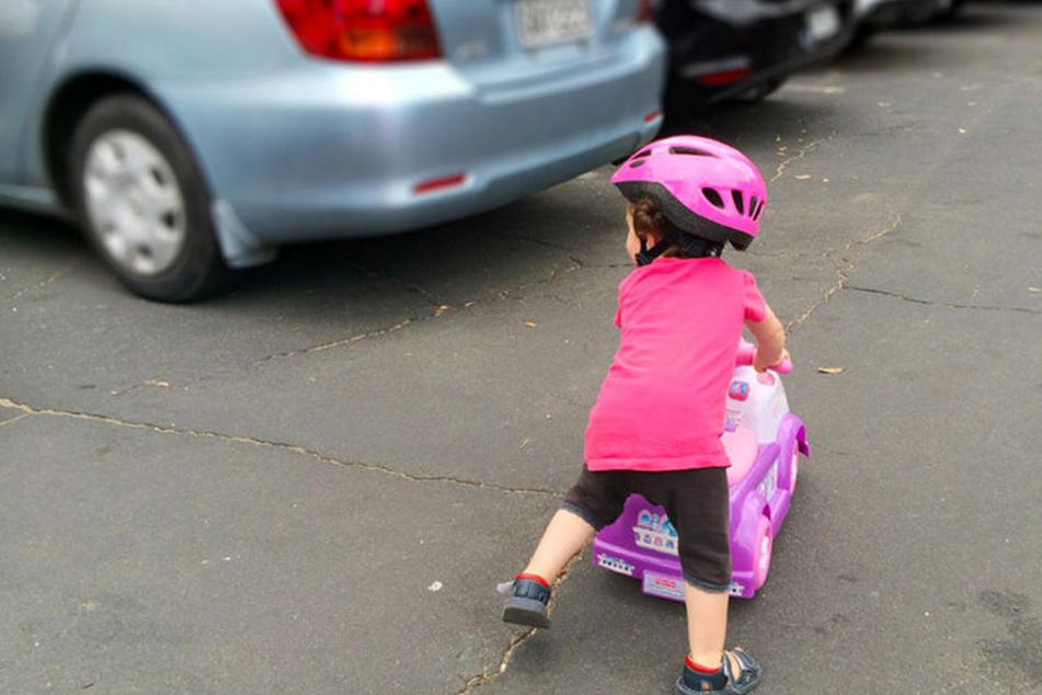 Die Dreijährige kam mit schweren Verletzungen ins Krankenhaus. (Symbolbild)