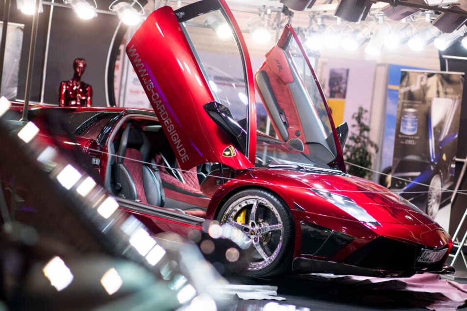 Ein Lamborghini LP 640 E-Gear wird auf der Tuning Messe Essen Motor Show ausgestellt.