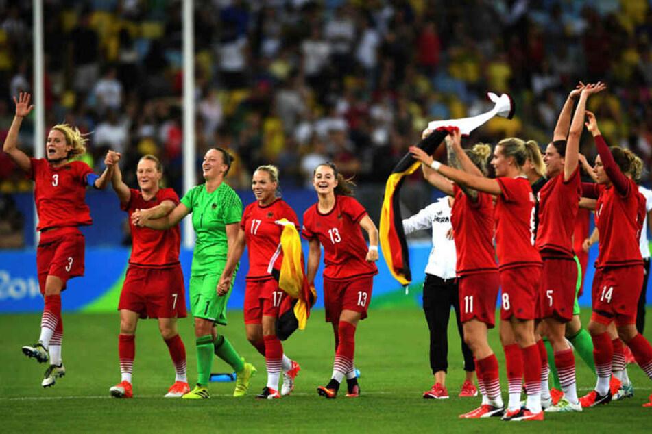 Die deutschenFußball-Frauengewinnen erstmals Olympia-Gold.