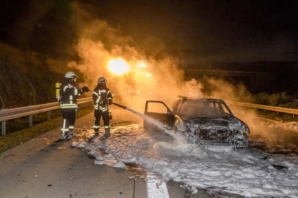 Das Fahrzeug brannte auf der A17 komplett aus.