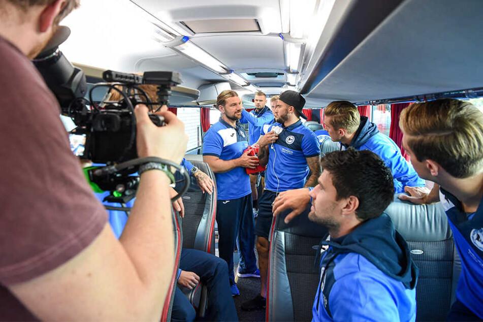 """Im Bus wurde die Motivations-Rede """"nachgestellt""""."""
