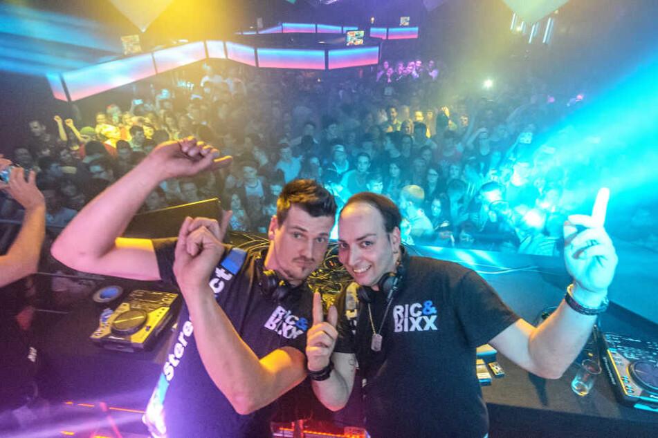 So kennt man Stereoact: Rico Einenkel (38) und Sebastian Seidel (33) hinter  dem DJ-Pult.