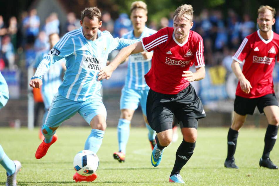 Anton Fink (li.) traf zum 5:0 für Chemnitz.