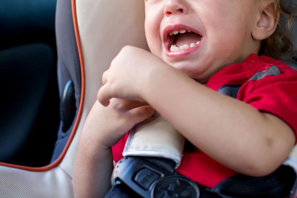 Der Junge saß alleine in einem eiskalten Auto. (Symbolbild)