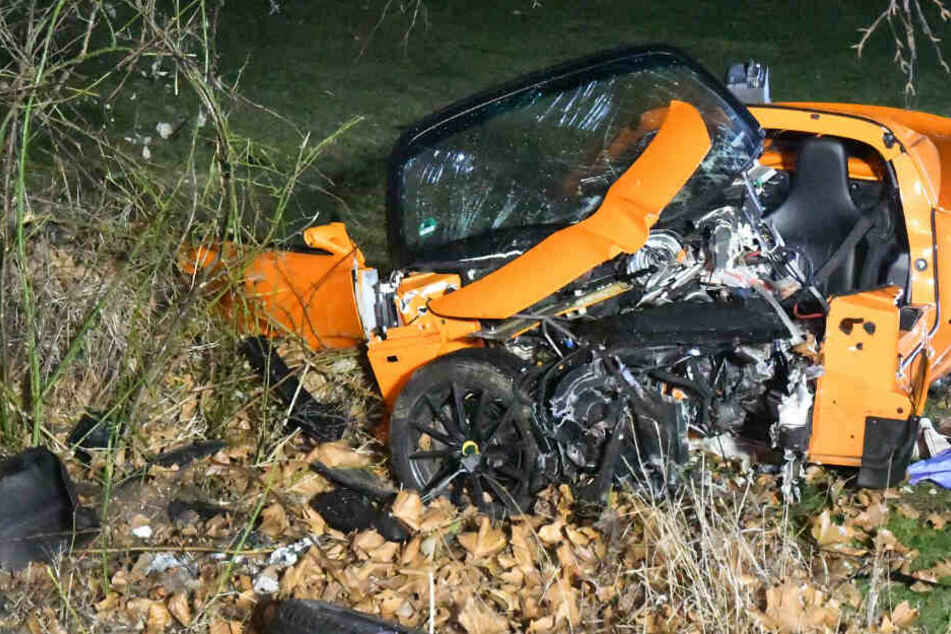 Der Lotus wurde bei dem Unfall komplett zerstört.