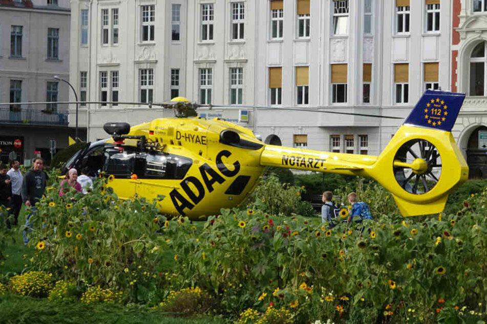 Der ADAC-Rettungshubschrauber musste in der Innenstadt landen.