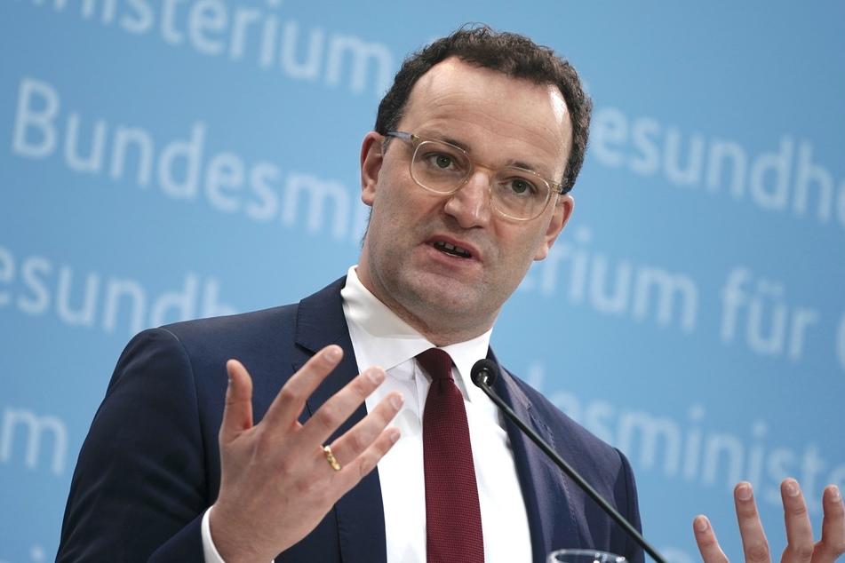 Bundesgesundheitsminister Jens Spahn (40, CDU) erwartet baldige Klarheit über die Einsatzmöglichkeiten für den Corona-Impfstoff von Astrazeneca.