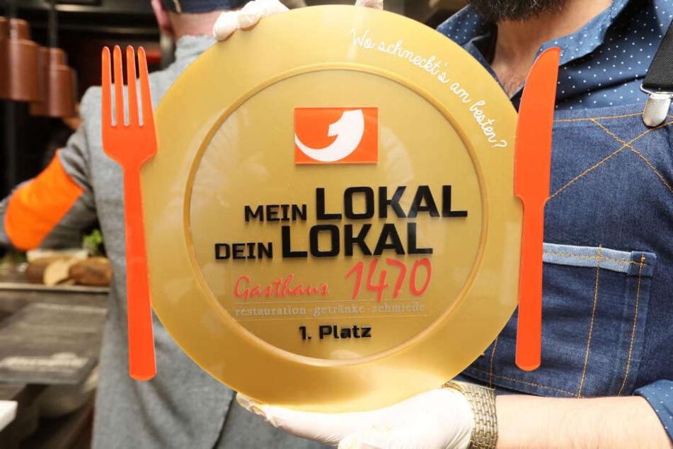 """Diesen goldenen Teller und ein Preisgeld in Höhe von 3000 gehen an das Zwickauer """"Gasthaus 1470""""."""