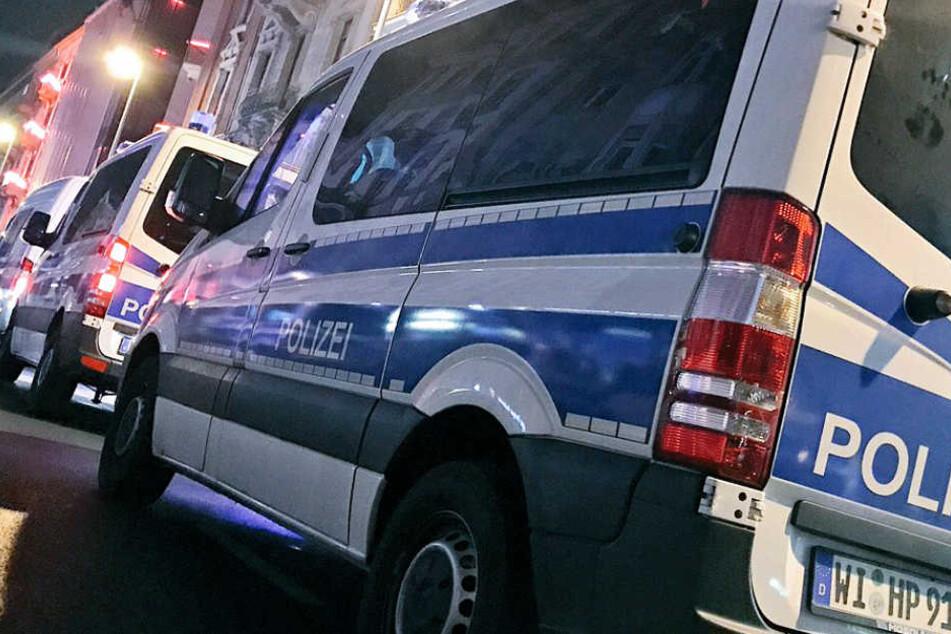 Hunderte Polizeibeamte waren bei der Razzia im Einsatz, mehrere Straßen wurden gesperrt.