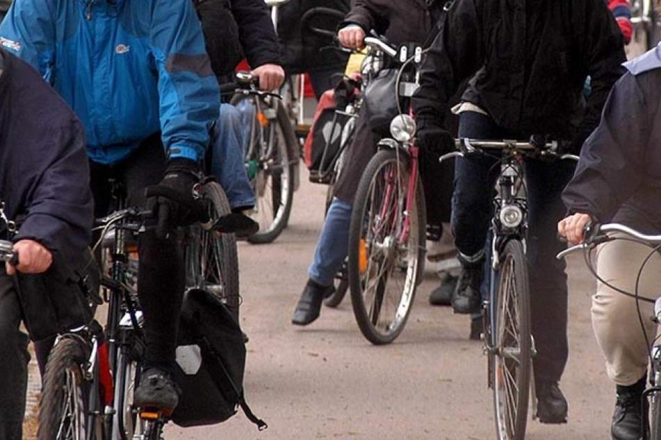 Mit einer Fahrrad-Schiebe-Demo wollen am Freitag Gohliser Bürger auf gefährliche Stellen im Verkehr aufmerksam machen. (Symbolbild)