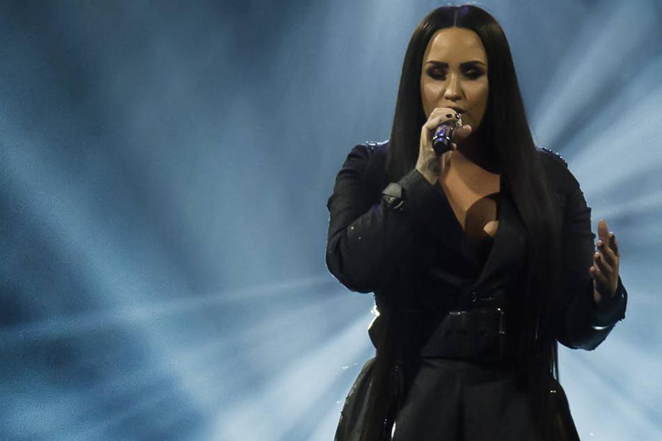 US-Promiportal berichtet:Überdosis? Lovato ist im Krankenhaus