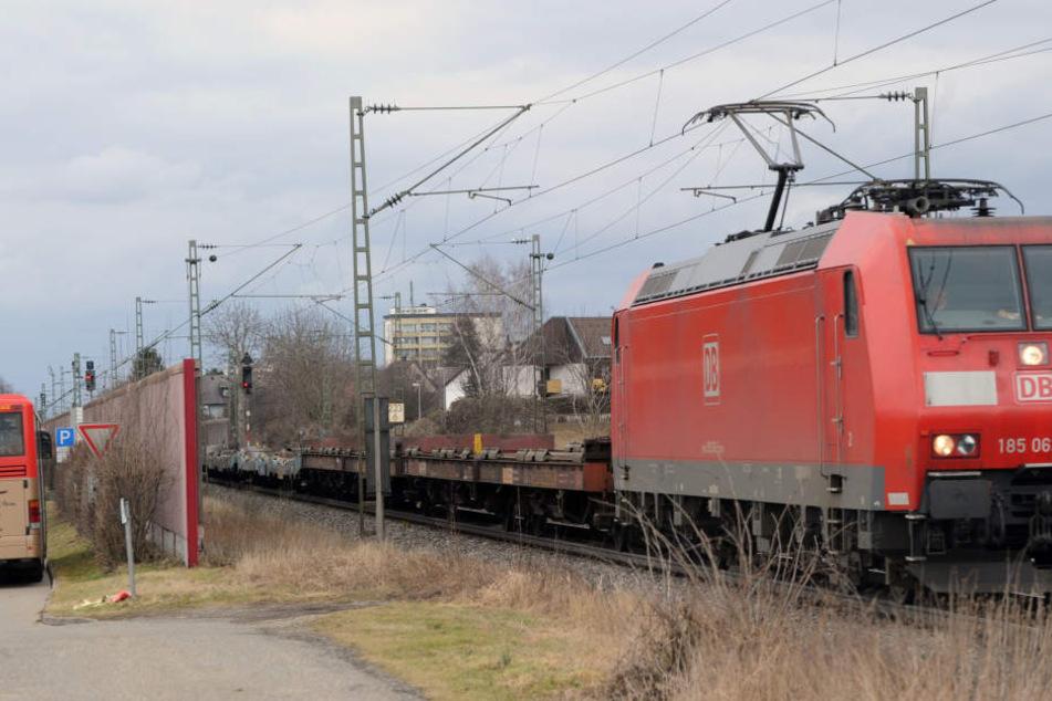 Laute Güterzüge können nervig sein. (Symbolbild)