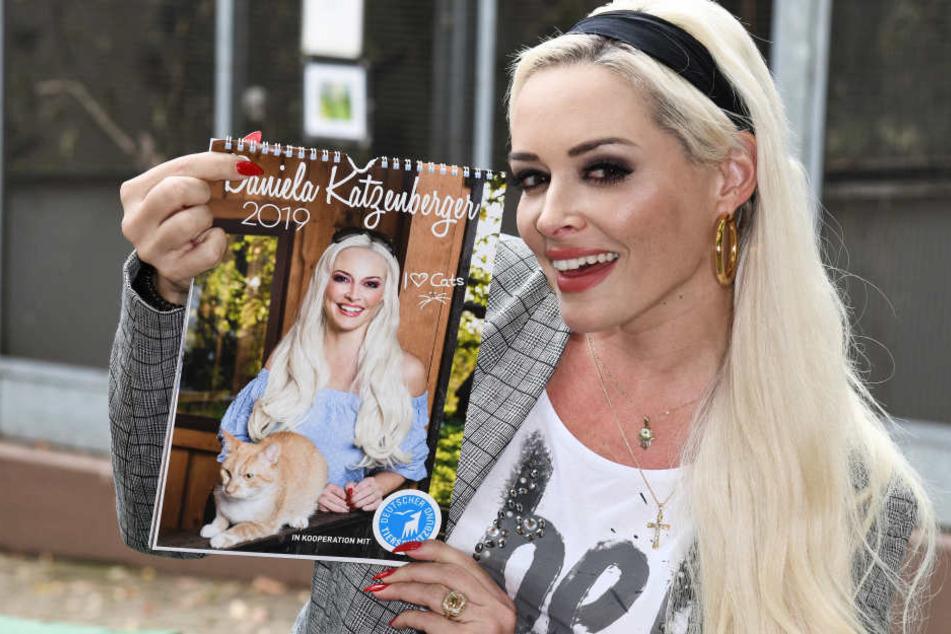 Reality-Doku-Star Daniela Katzenberger zeigt ihren Fan-Kalender 2019