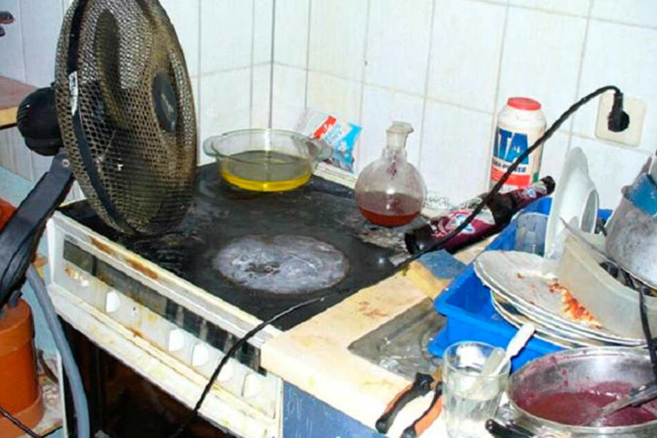 So sieht eine typische Drogenküche aus. Neben dreckigem Geschirr wurde  Crystal hergestellt.