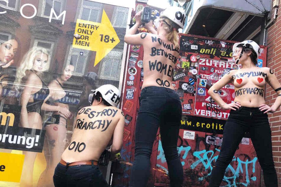 Hamburg: Halbnackte Frauen reißen Eingang zu Rotlichtviertel ein