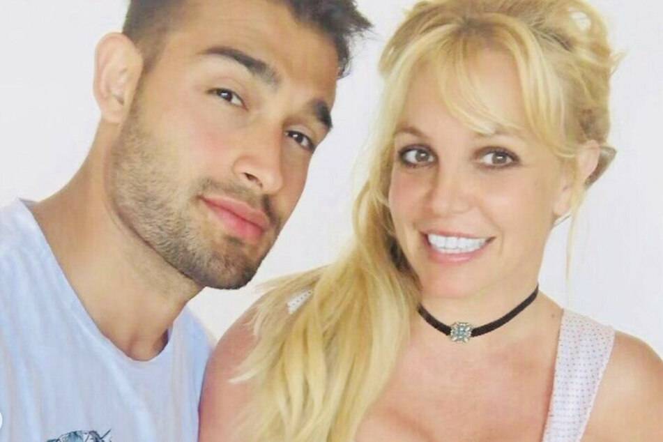 Is Britney Spears' fiancé Sam Asghari encouraging her to perform again?